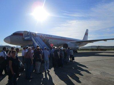 Unsere Tupolev 204-100 vor dem Abflug in Pjöngjang. Sowjetische Ingenieurskunst vom Feinsten!