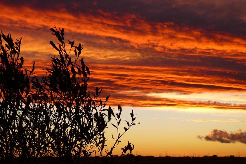 Sonnenuntergang ueber dem Flughafen von/sunset over the airport of Rio Gallegos