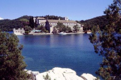 Monastère sur l'îlot de Veliko jezero