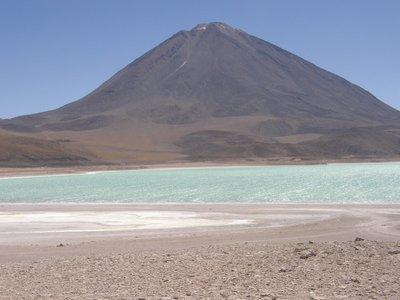 La Laguna Verde devant le Licancabur
