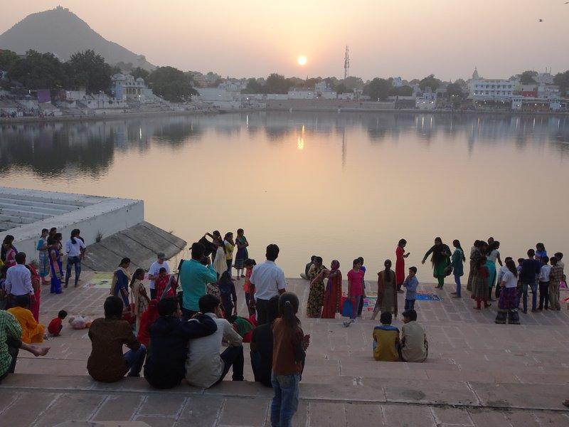 Crépuscule sur le lac de Pushkar