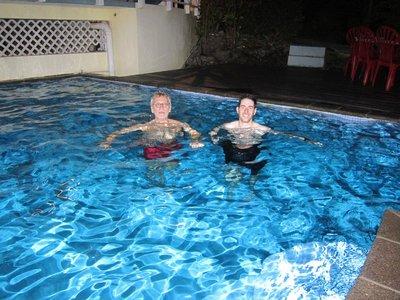 Nos deux courageux  qui se sont baignés  (l'eau était super froide)