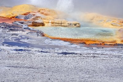Hot Springs, Yellowstone National Park, Wyoming, USA