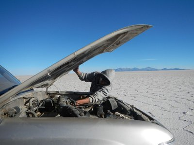 Repairing the car in the Salar de Uyuni