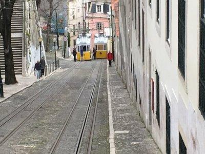 0919_tues_lisbon_tram2.jpg