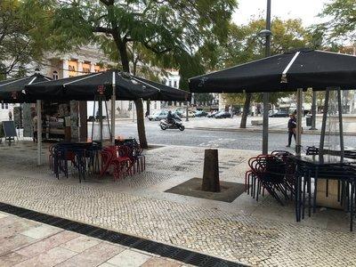 0930_tues_lisbon_street5.jpg