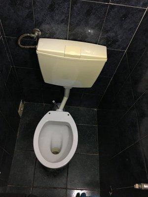 90_0628_mon_sao_joao_toilet.jpg