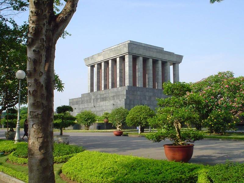 large_Mausoleo_de_Ho_Chi_Minh.jpg