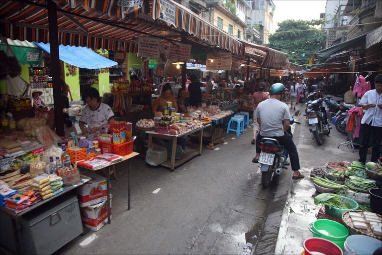 large_hanoi-food-market.jpg