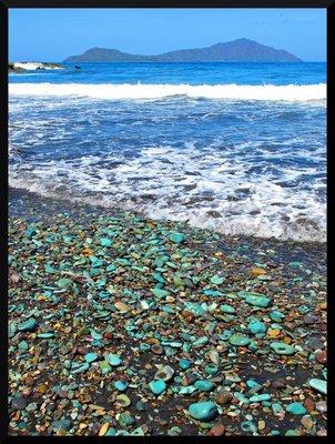 blue_pebble_beach.jpg