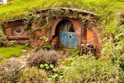 Hobbiton_and_Mauri_10-01.jpeg