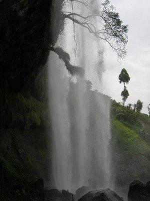 uga_sipi falls_achter de waterval