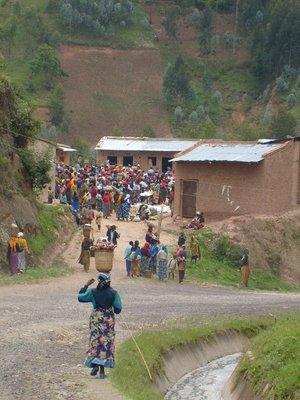 rwanda_crowded market