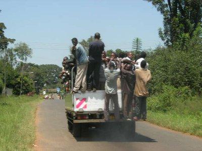 uga_mbale_op de camion