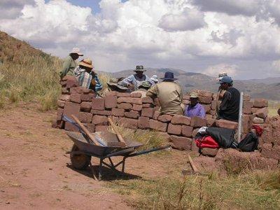 la_paz_tiwanaku_workers
