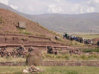 la_paz_tiwanaku_workers 2