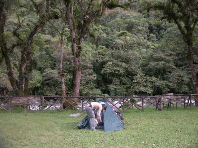 Machu_Pichu_camping