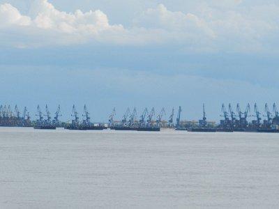 Kräne in der Hafenstadt Galati