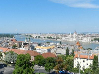 Margaretenbrücke mit dem Parlament im Stadtteil Pest