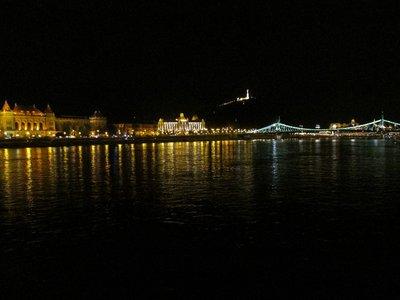 Budapest mit Gellertberg bei Nacht