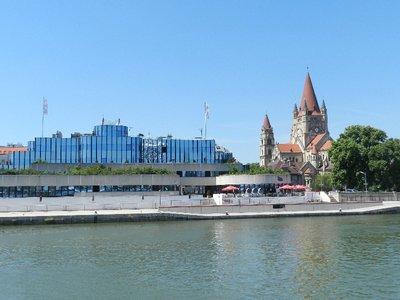 Hauptsitz der DDSG und Jubiläumskirche am Mexicoplatz
