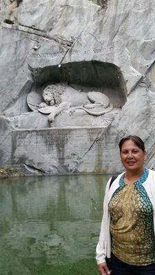 Mom_-_Lion_Monument.jpg