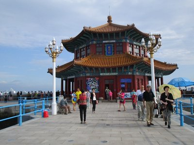 Der Huilan-Pavillion, der die Etikette jeder Tsingtao-Bierflasche ziert.