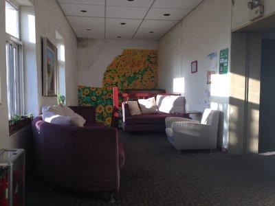 Unsere Unterkunft war in einer ehemaligen Kirche. Dies ist einer der gemütlichen Aufenthaltsräume.