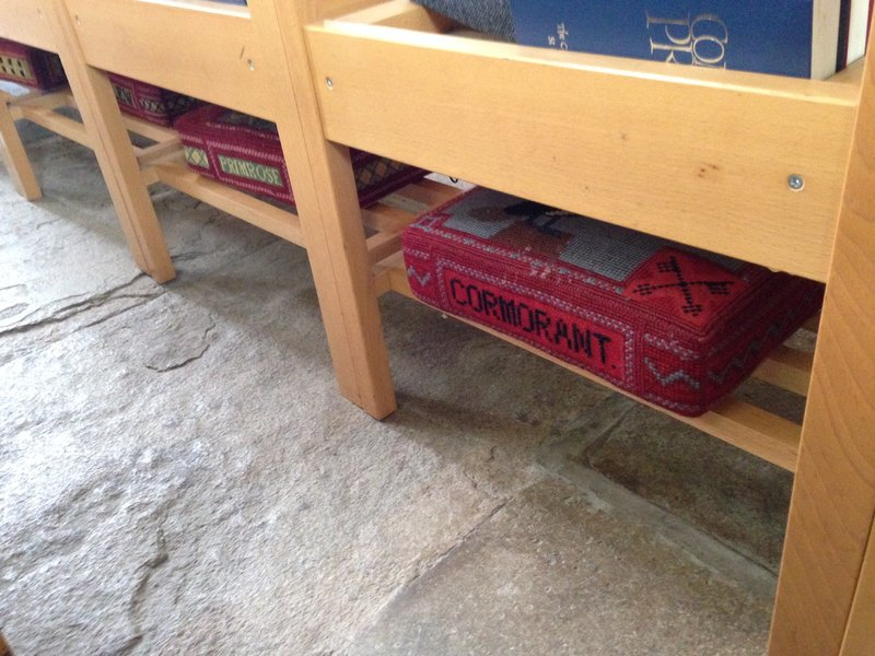 Exeter le sedie coi cuscini ricamati