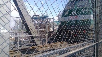 Passing train on Yangmingtan Bridge