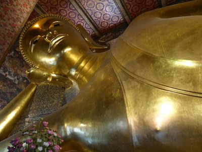 Wat Po - enormously reclining bouddha