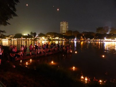 People putting their krathong in the river