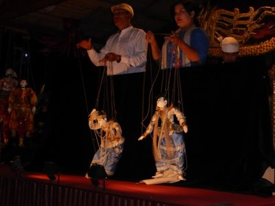 Marionettes players