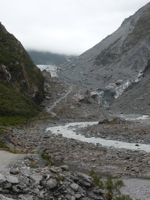 Walking in valley to Fox glacier