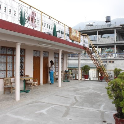 Loseling Guest House