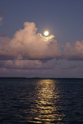 Full moon at Mangareva, Gambier Archipel