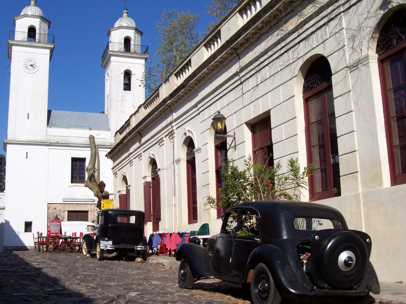 Colonia cars and buildings