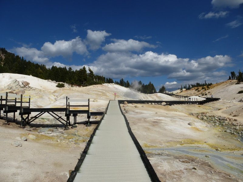 Boardwalk at the fumaroles and mudpools
