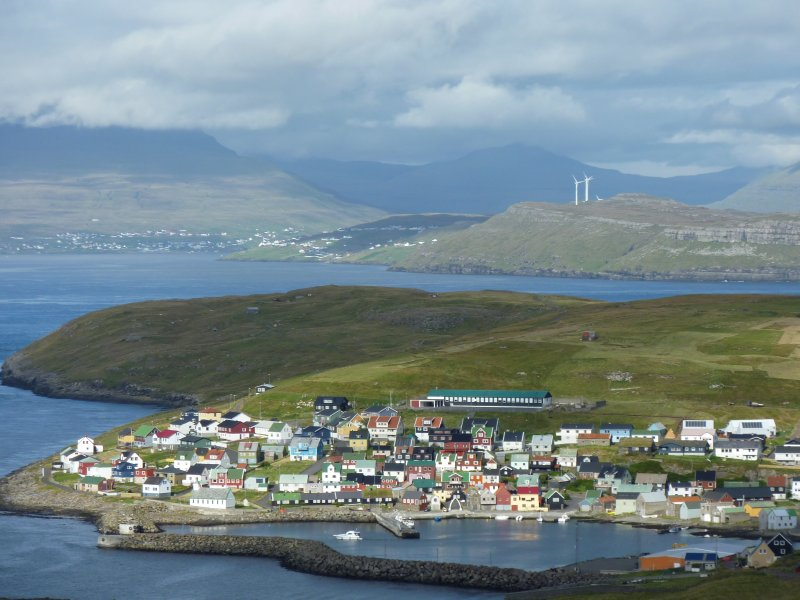 Nolsoy town, in the back southern Eysturoy