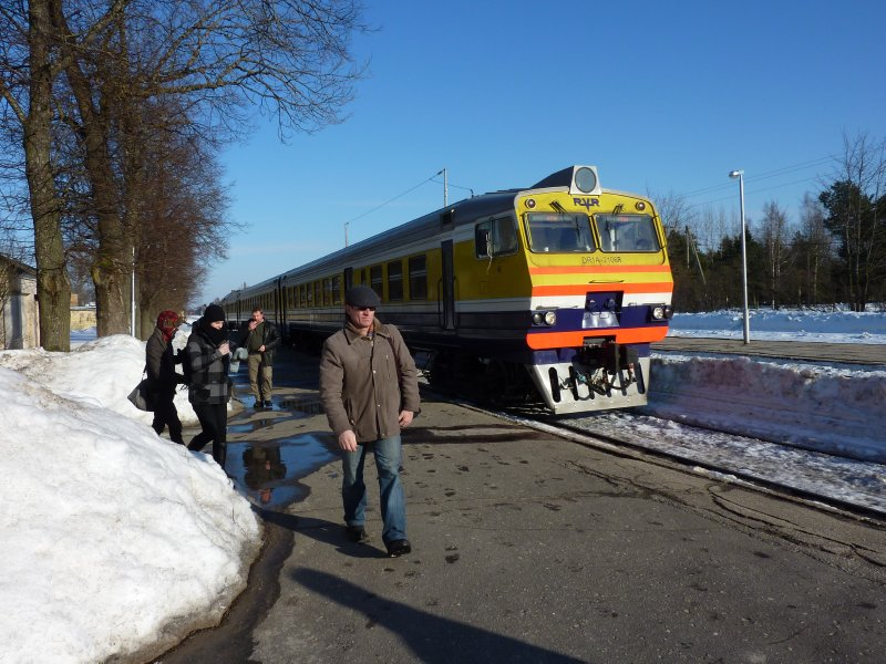 Train entering Sigulda station....my ride to Riga