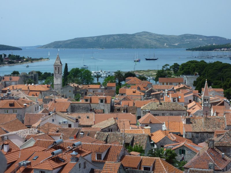 Trogir&#39;s setting along the Adriatic Sea