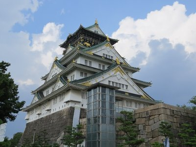 Osaka Castle (& its giant elevator)