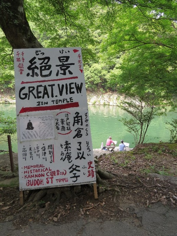 The lake was very pretty, so I followed this sign down the lake.
