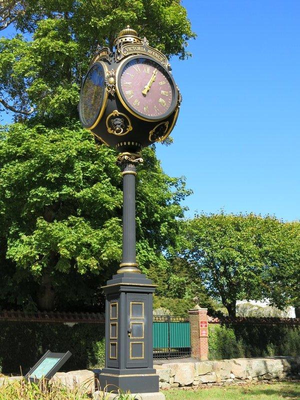 Victoria Ave Clock