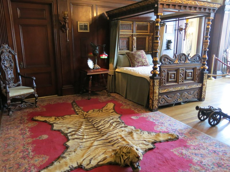Sir Henry Pellat's bedroom, Casa Loma