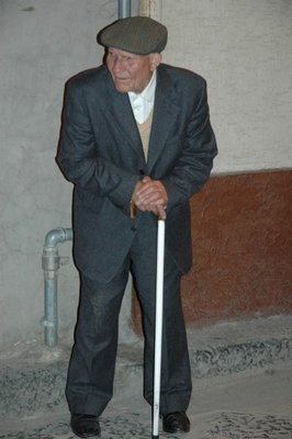 Old man waiting to see Crocifisso