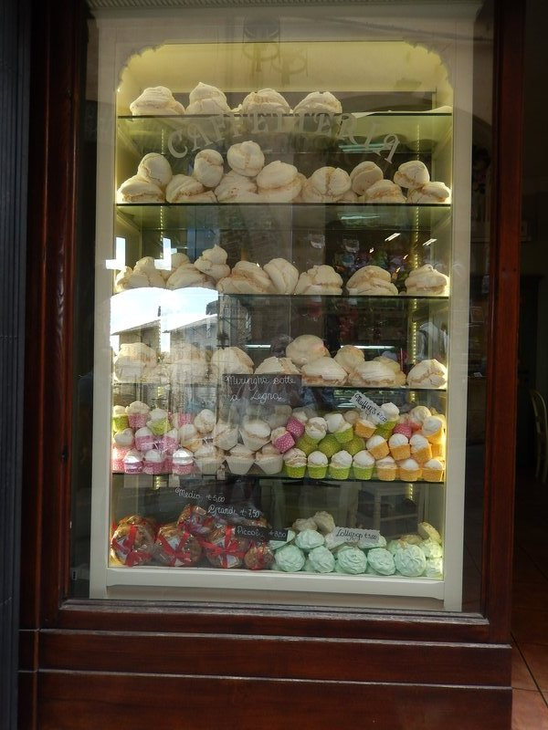 Selection of meringue