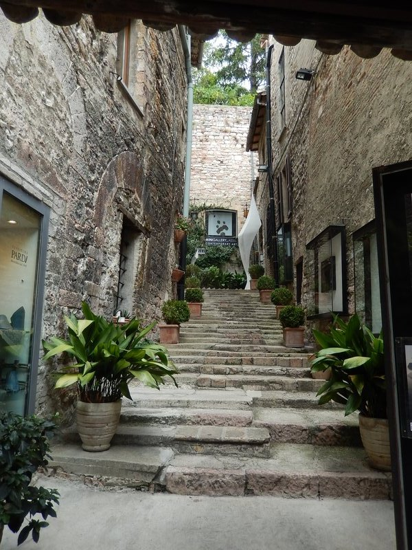 An Assisi Alley