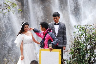 Wedding photos at Nuorilang Falls