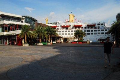 Ming Hua Boat in Shenzhen